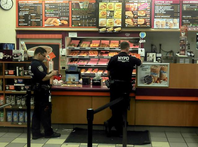 Asal-Usul Hubungan Polisi Amerika Dengan Donat