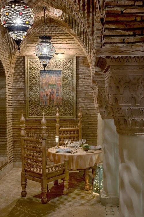 تصميمات رائعه لغرف المعيشه المغربيه  Exquisite-moroccan-dining-room-designs-13