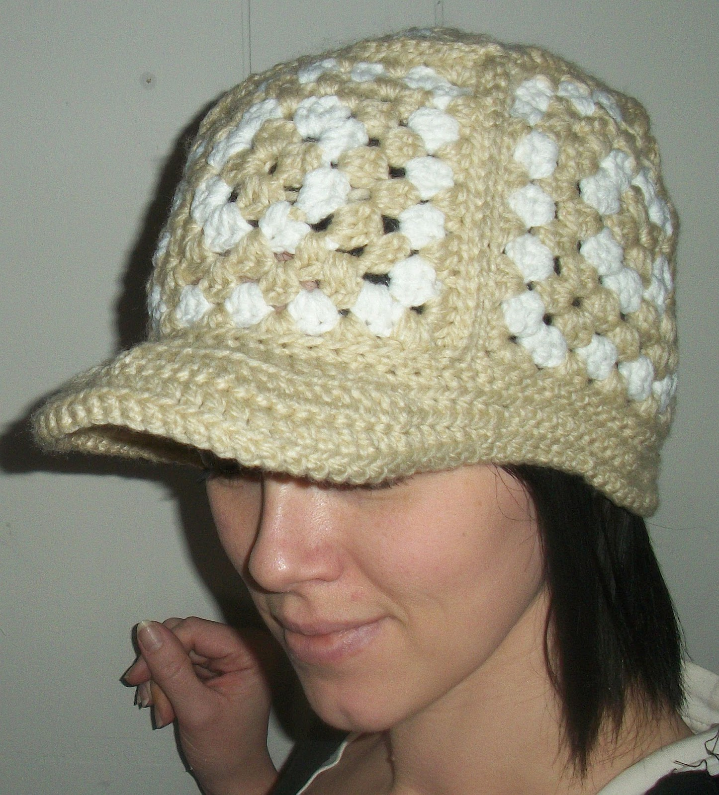 love crochet hats! Here?s a very simple way to play with ...