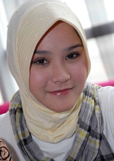 Artis Indonesia Tercantik Memakai Jilbab ~ Gaya Busana Muslim