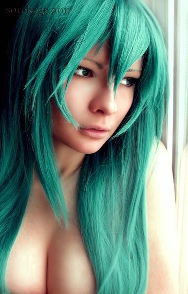 portrait de Jannet «Sorekage»Vinogradova avec des cheveux verts