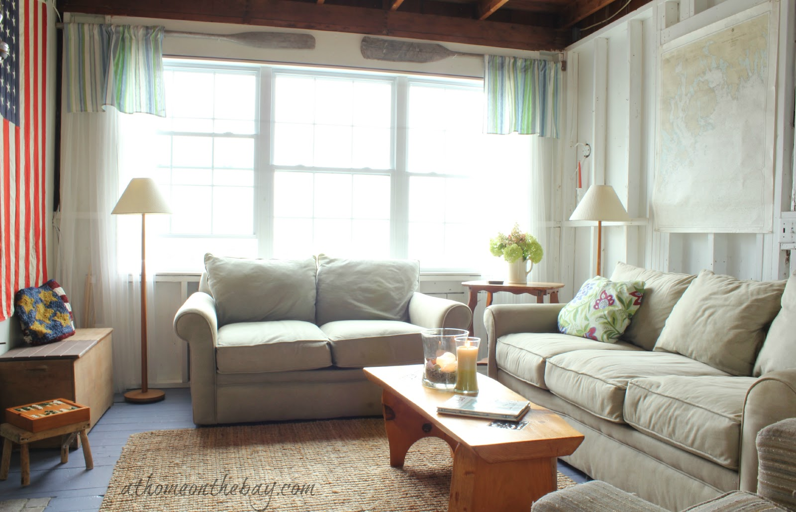 A coastal cottage living room for Coastal living rooms ideas