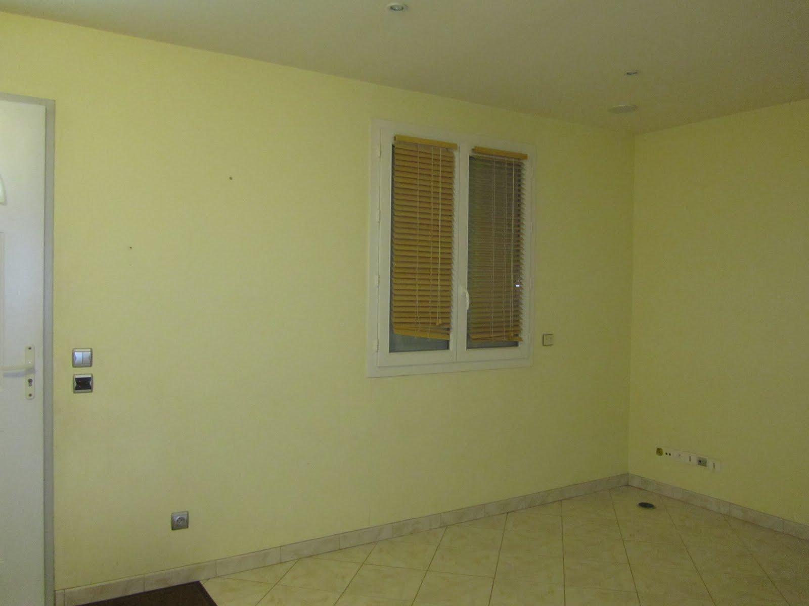No surprises moving to bezons transforming - Peinture jaune pale ...