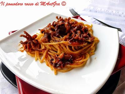 spaghetti ai ciuffi di calamari
