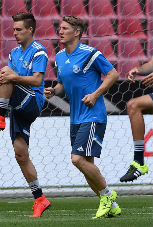 Schweinsteiger tries Adidas X15.1 football boots