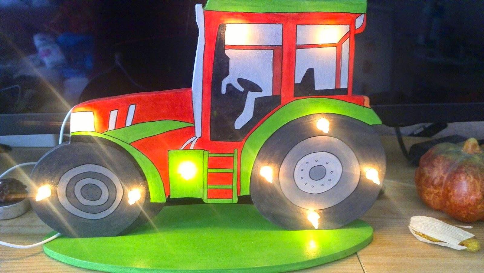 Kreatives Holzwurmstübchen Traktor Lampe