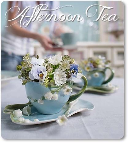 blomsterdekoration i kopp, blommor i kaffekopp