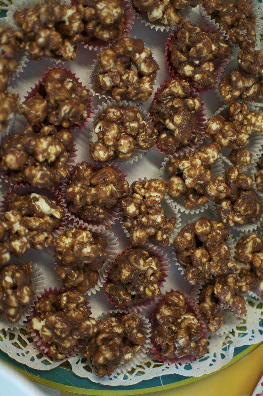 Suklaa-toffeepopcornit