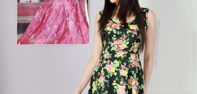 I love the relaxed skater fit of this floral dress from Milanoo, and the fabric is super stretchy and comfortable.