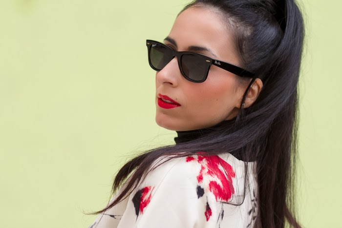 Black Polarized Ray Ban Wayfarer and Red Lips
