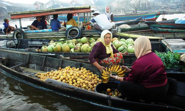 Pasar Terapung Muara Kuin di Banjarmasin, Kalimantan Selatan