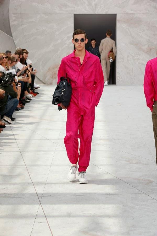 Louis-Vuitton-Spring-Summer-2015, Louis-Vuitton-Spring-Summer, Louis-Vuitton-printemps-été-2015, Louis-Vuitton-printemps-été, Kim-Jones, Louis-Vuitton-Kim-Jones, Louis-vuitton-mesnwear, Louis-Vuitton-homme, sac-louis-vuitton, du-dessin-aux-podiums, dudessinauxpodiums, mode-femme, mode-homme, shop-online, shopping-online, coach-bags, vetements-femme, manteau-homme, robe-pas-cher, trench-homme, black-dresses, veste-cuir-homme, grossiste-vetement, vetement-en-ligne, chemises-homme, costumes-hommes