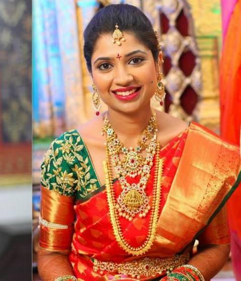 Bride in Temple Jewelry Kasu Mala