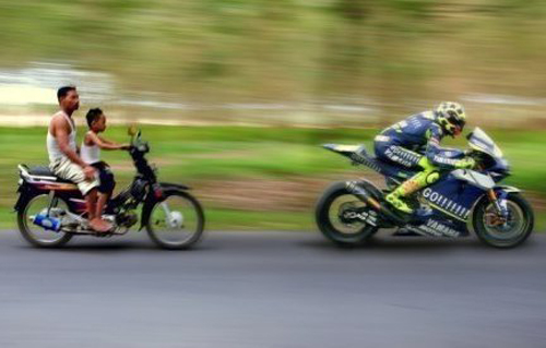 gambar lucu ngejar pembalap motoGP