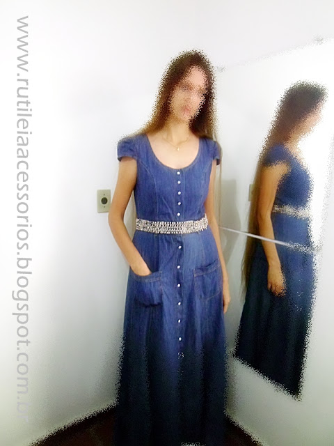 Cinto bordado pode ser usado com vestido jeans