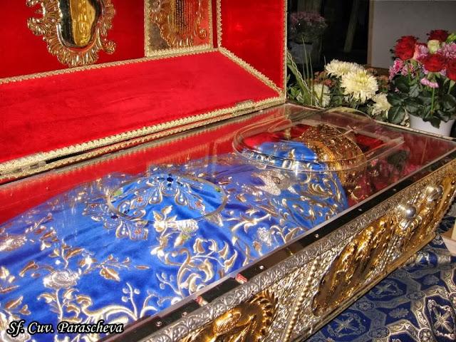 Το αδιάφθορο σεπτό λείψανο της Οσίας Παρασκευής της Επιβατινής ή Νέας. Καθεδρικός Ναός, Ιάσιο, Ρουμανία. http://leipsanothiki.blogspot.be/