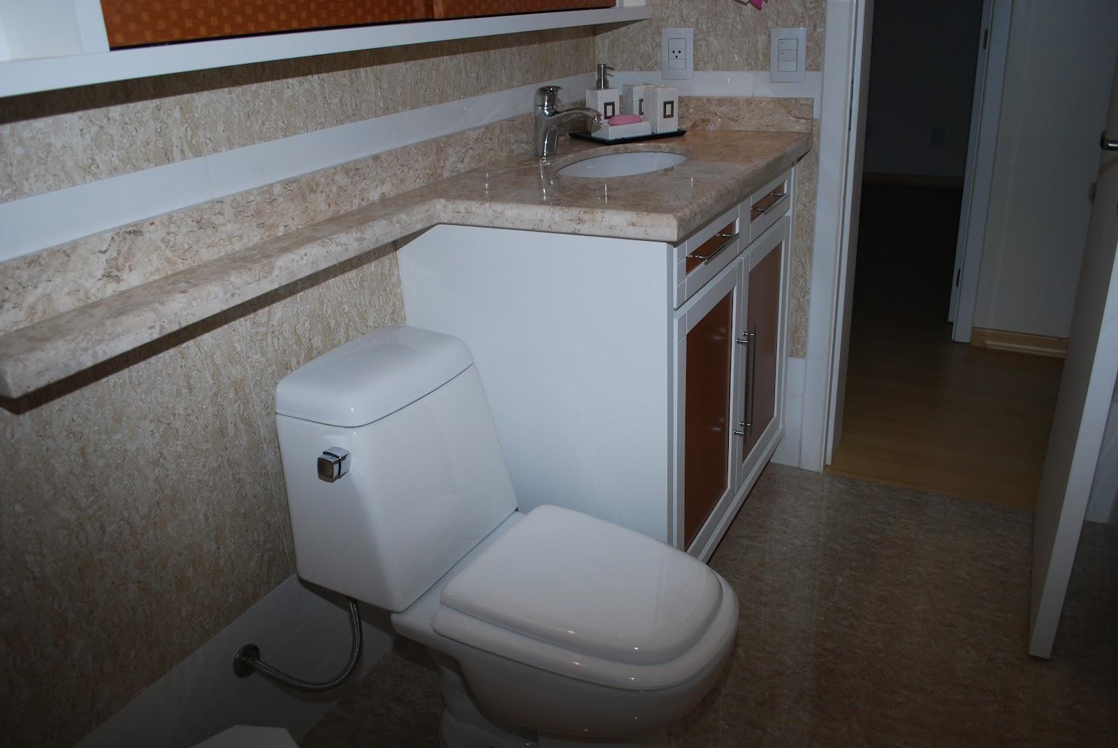 utilização de pastilhas de vidro no banheiro também possibilitam  #5D4131 1600x1071 Banheiro Com Pastilhas De Vidro Lilas