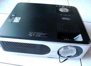 Proyektor Bekas Toshiba TLP X2000