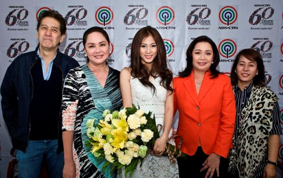 Alex Gonzaga with Mr. M of Star Magic, Charo Santos-Concio, Cory Vidanes and Mommy Pinty Gonzaga
