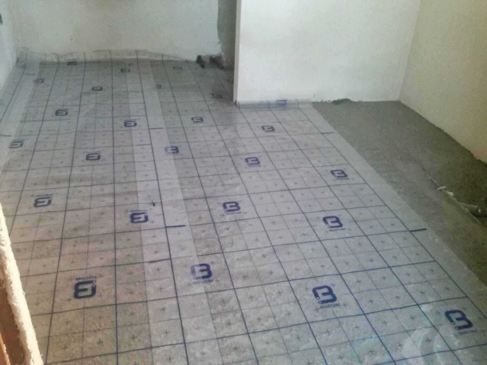 En de rest van de vloerverwarming werd gelegd en weer weggewerkt ...