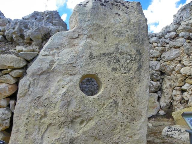 Infamias sobre los Megalitos de Ggantija con nombres de descerebrados