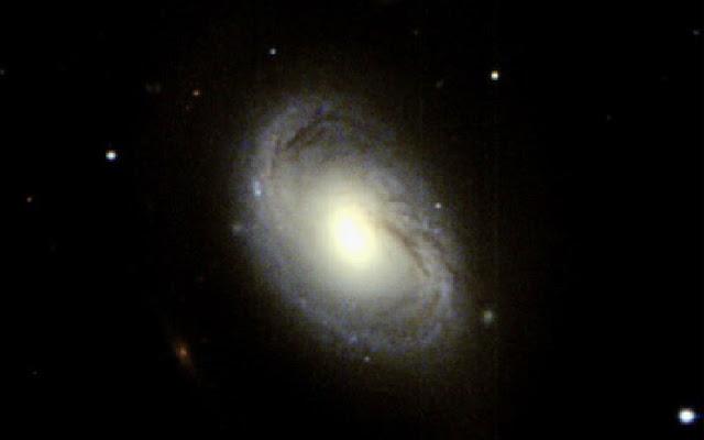 galaxia espiral M96