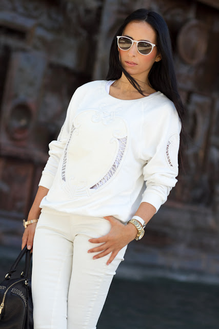 White embroidered Sweatshirt
