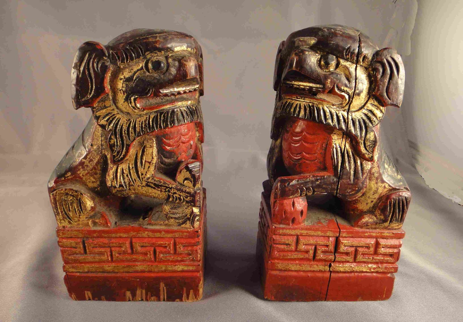Roadtoparnassus chinese meander or greek key patterns one lion is playing with a ball the other presumably a female is protecting a child but both are resting on key bordered plinths buycottarizona Choice Image