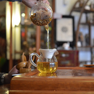 Verser le thé avant de le déguster :)