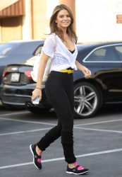 Maria Menounos in tight pants at DWTS rehearsal in Hollywood