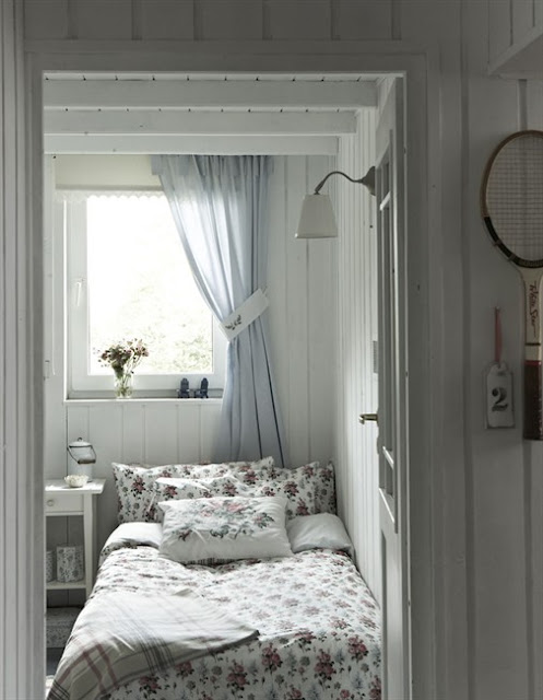 Boutique de la mer french seaside style in a swedish cottage home - Decoratie kamer ...
