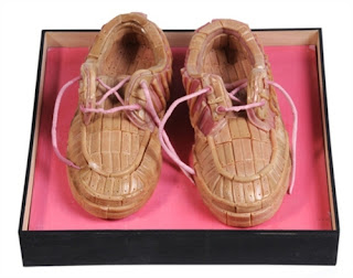 gum sculpture child shoes