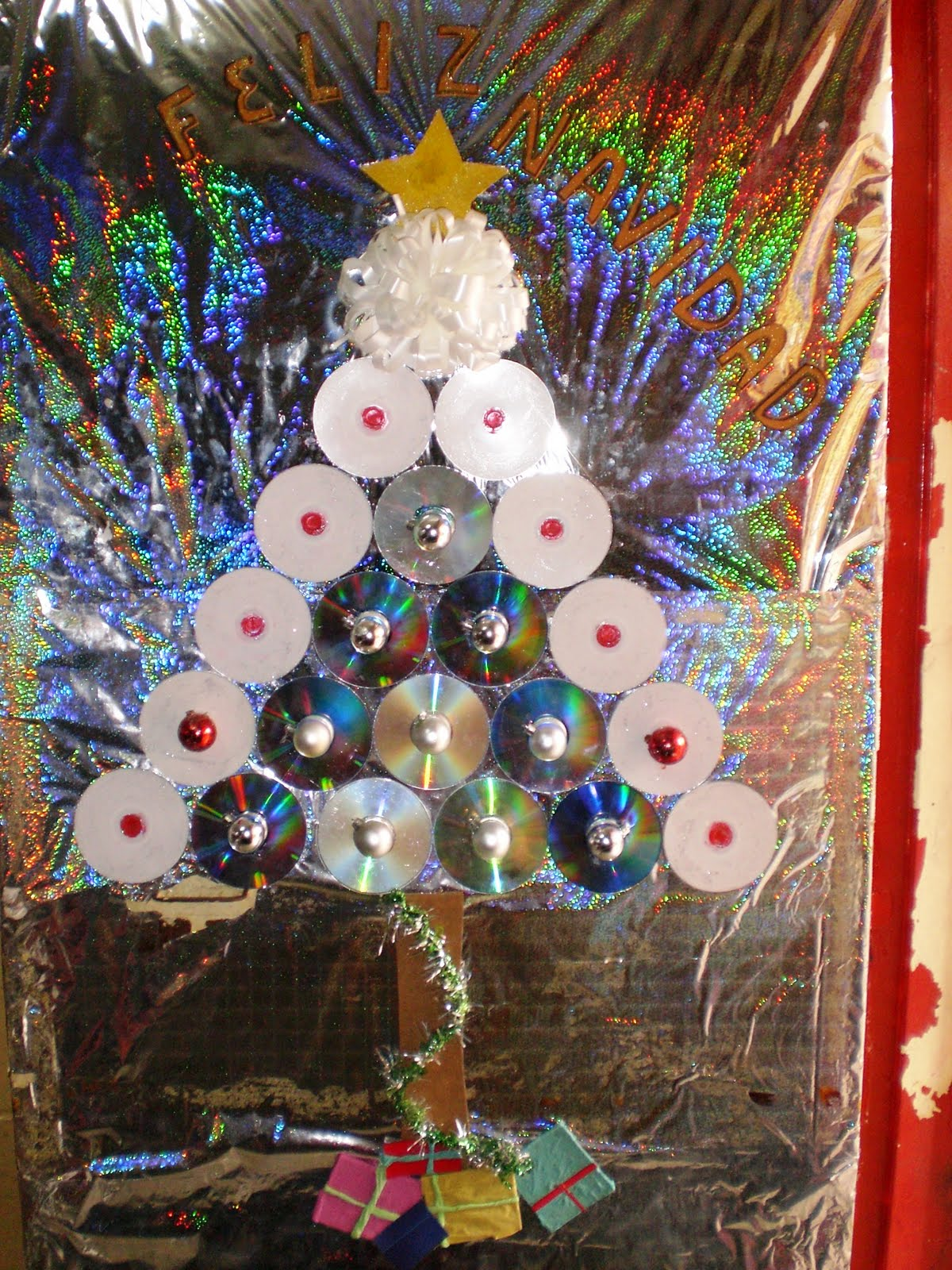E b n barrio el progreso navidad con reciclaje reducci n for Puertas decoradas navidad material reciclable