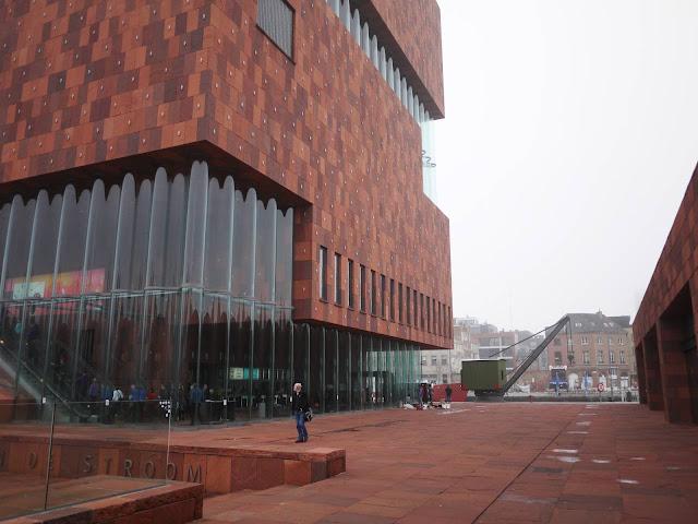 06-Museum-aan-de-Stroom-by-Neutelings-Riedijk-Architects