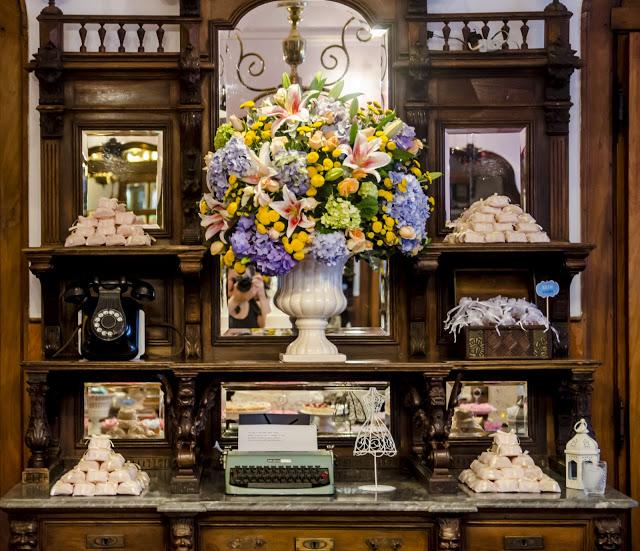 Arranjo flores em decoração de casamento Vintage!