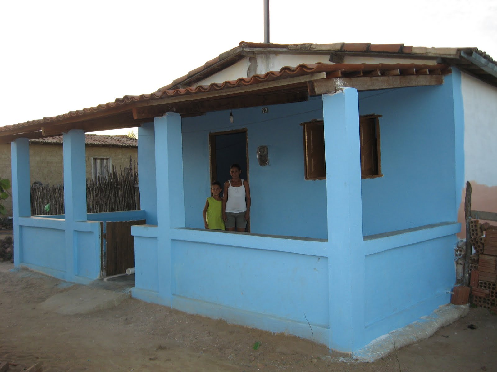 #397092 mãe de Daniel na reforma a casa ganhou um alpendre portas e janelas  1186 Portas E Janelas De Madeira Em Natal Rn