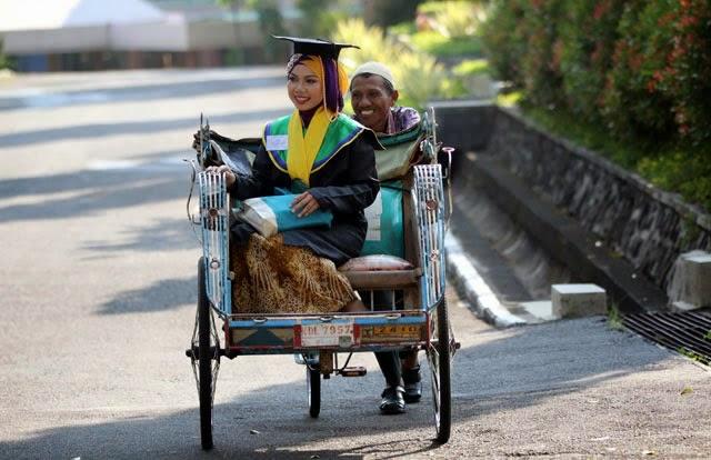 Raeni, Anak Tukang Becak Wisudawan Terbaik Unnes 2014