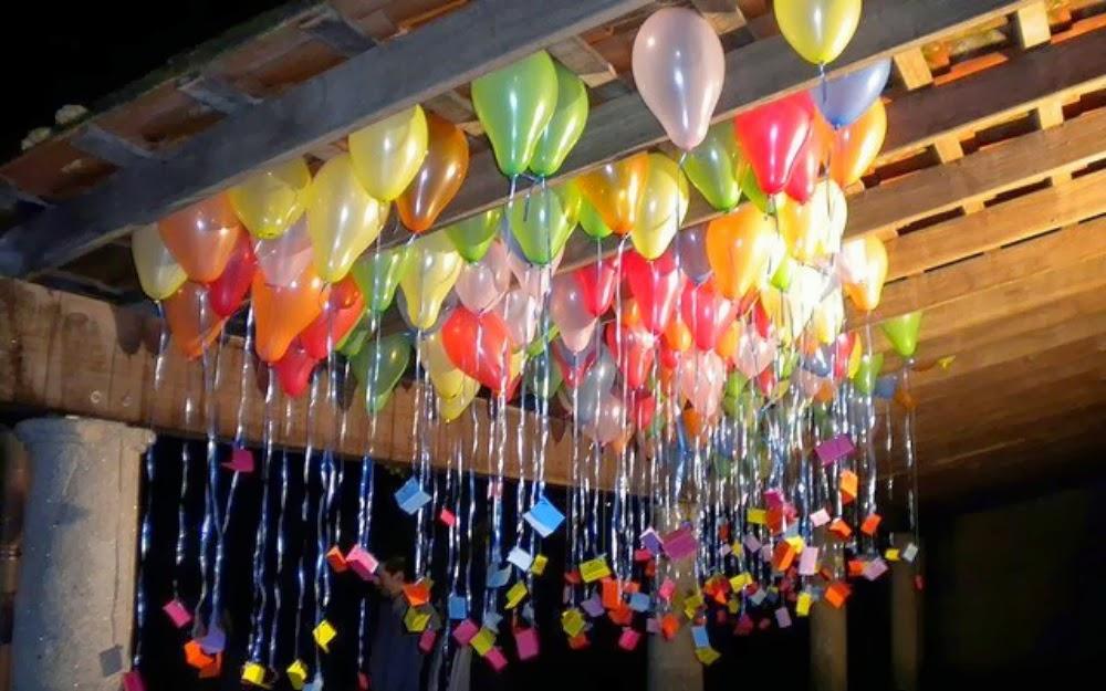 solo tendrs que contar con un tanque de helio y con globos resistentes luego de llenarlos y sujetarlos con una cinta podrs dejarlos subir al techo de