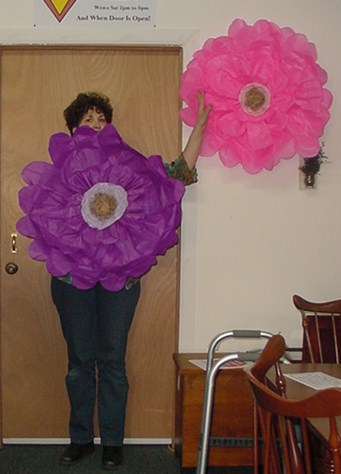 Designs by laura vintage finds diy large tissue paper flower diy large tissue paper flower mightylinksfo