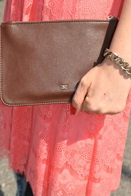 pochette in pelle marrone con catena oro elisabetta franchi borse elisabetta franchi borsa con catena elisabetta franchi clutch mariafelicia magno fashion blogger outfit luglio 2015 outfit  3 luglio 2015