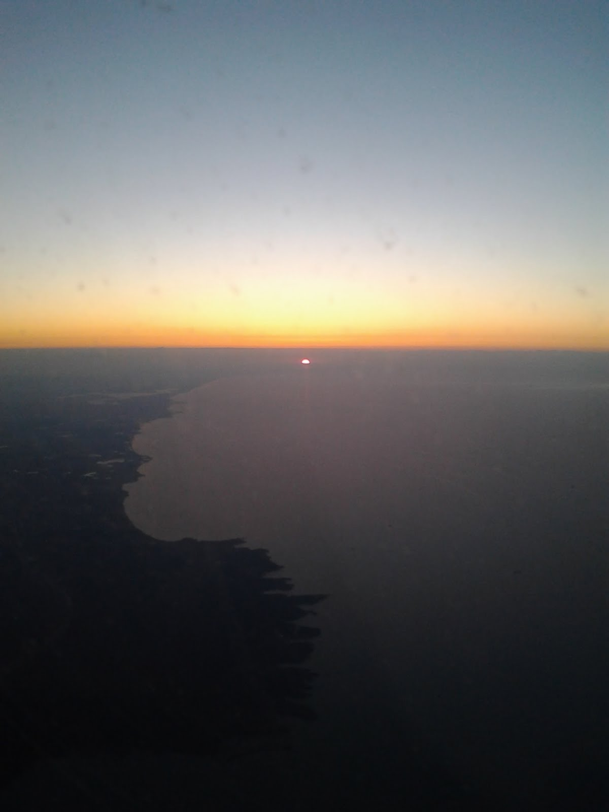 Sonnenaufgang vom Flugzeug aus