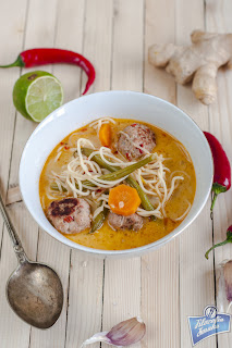 Pikantna zupa azjatycka z klopsikami