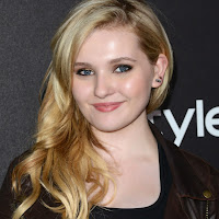 Sexy Abigail Breslin At Golden Globes award