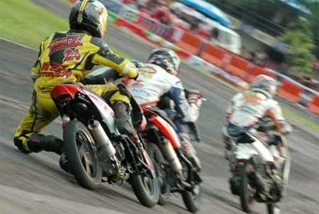 Gambar motor road race