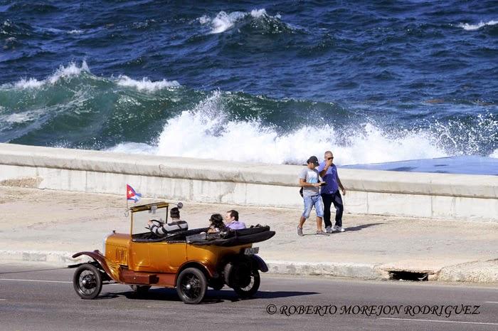 Oleaje del invierno en el Malecón de La Habana