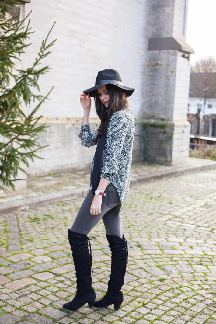 Outfit: seventies boho in overknee boots and floppy hat