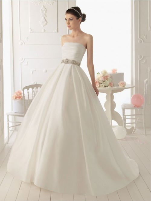 A Classic Fairytale Ball Gown Is The Picture Of Elegance For Many Brides These Romantic Dresses Are Form Fitting Through Bodice And Then Flare Out