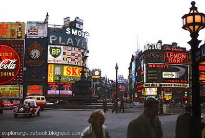 Piccadily Circus London sign