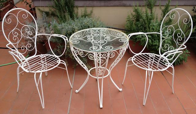 Sedie Francesi Da Giardino : Blanca e fulvio traslocano tavolino giardino con sedie