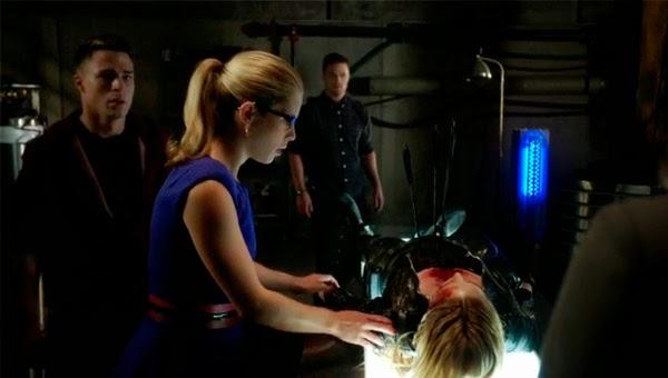 El cadaver de Sara Lance en Arrow 3x02